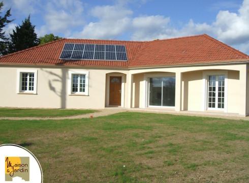maison avec panneaux solaire